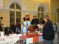 Asterix a Obelisk servírujú pečeného diviaka